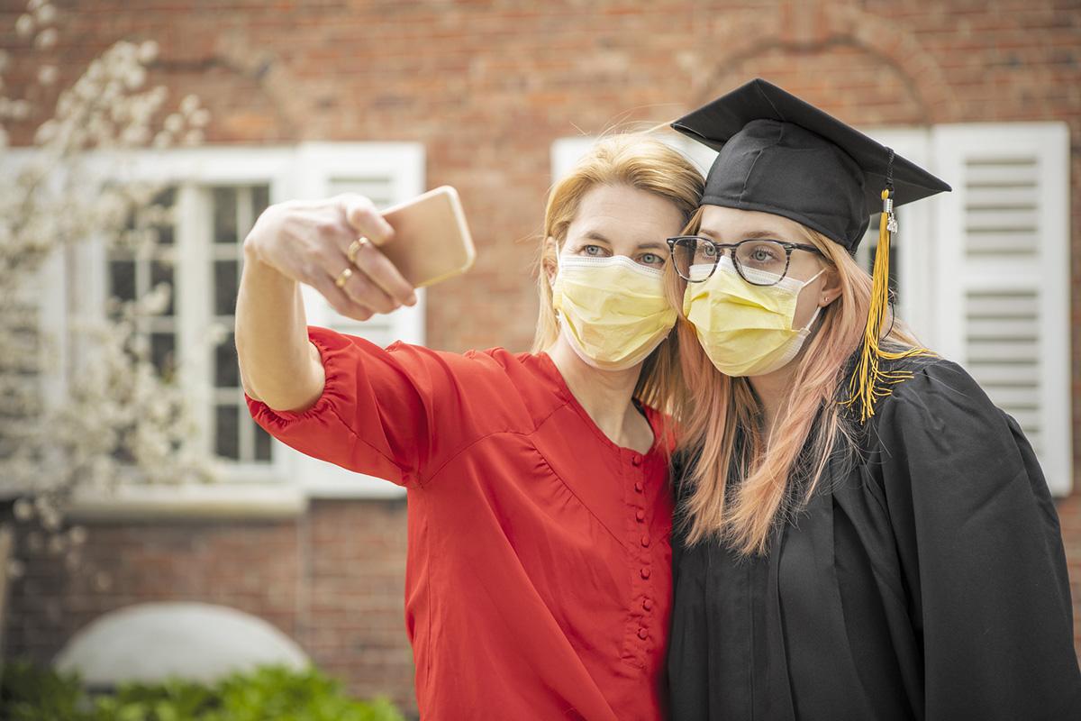 Pandemic Grad Mother and Daughter Selfie